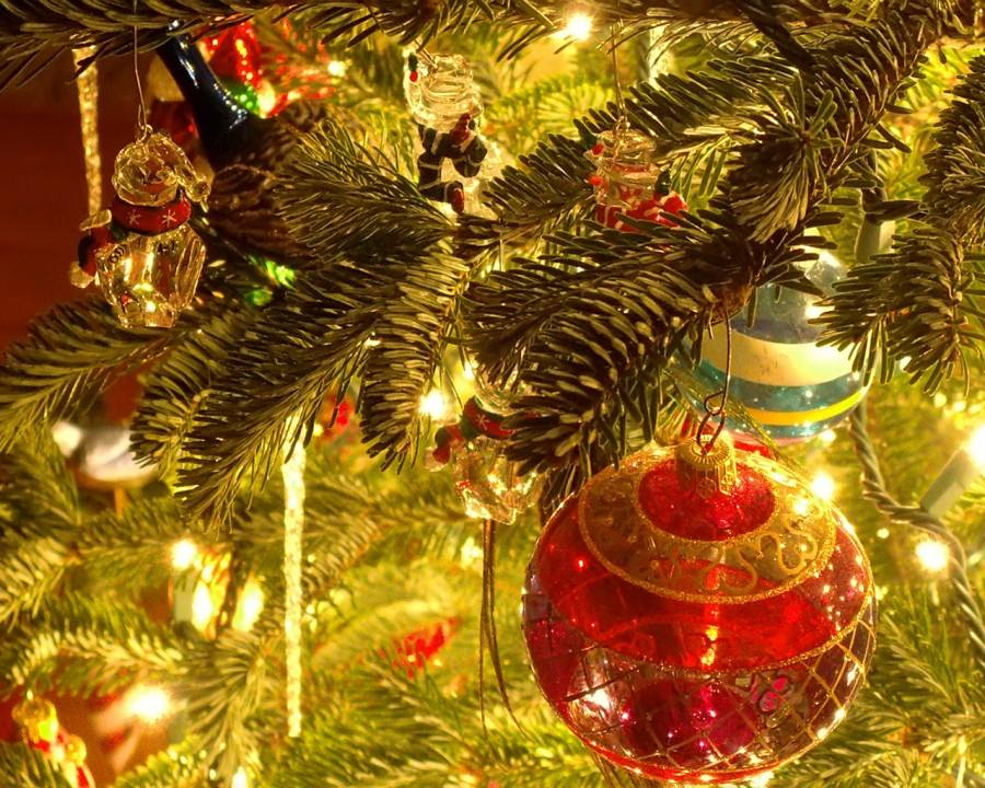 christmas_tree_ornaments_1280-x-1024~1